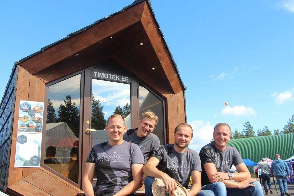 Õnnelik aga väsinud meeskond majakese KÄRG ees koosseisus Iko Uueni, Germo Karro, Sten Hoolma ja Andres Kolju Mikko Selg
