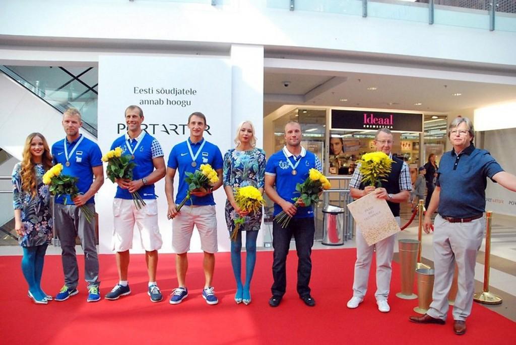 Ülesõte meenutab Eesti paarisaerulise neljapaadi võistkonda pärnakate vastuvõtul pärast seda kui olid saanud pääsu Rio olümpiale Foto Urmas Saard