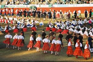 2004. aasta tantsupidu E LTSA kogust