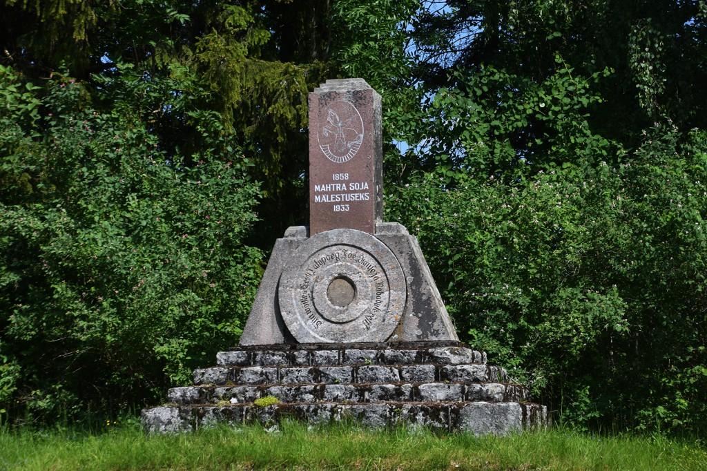 1933. aastal püstitatud ausammas Mahtra sõja mälestuseks. Foto Urmas Saard