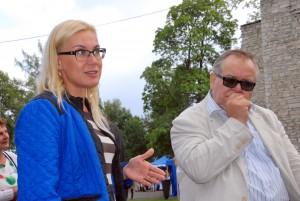 Aadu Must koos oma tütre Kadri Simsoniga Paide arvamusfestivalil Foto Urmas Saard
