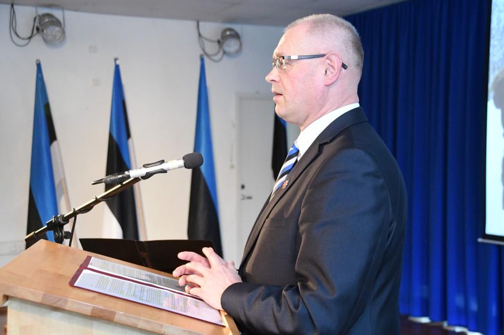 Ain Keerup teeb ettekande Sindi gümnaasiumi õpilaskonverentsil Eesti lipp 135. Foto Urmas Saard