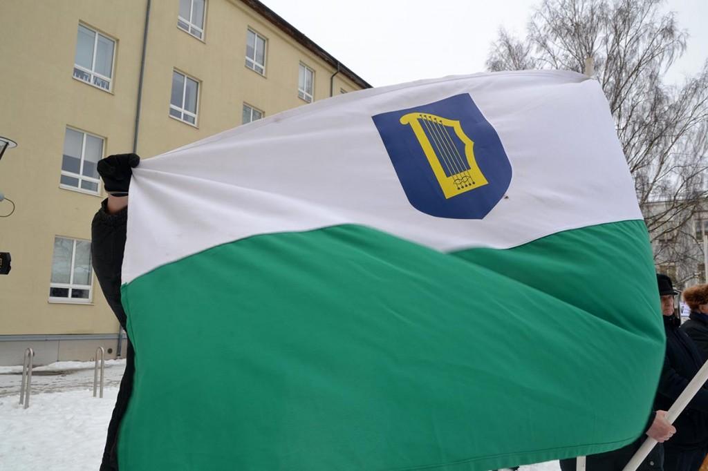 Ajaloolise Petseri maakonna lipp Rahumaja juures. 2.02.2019. Foto Ain Väli