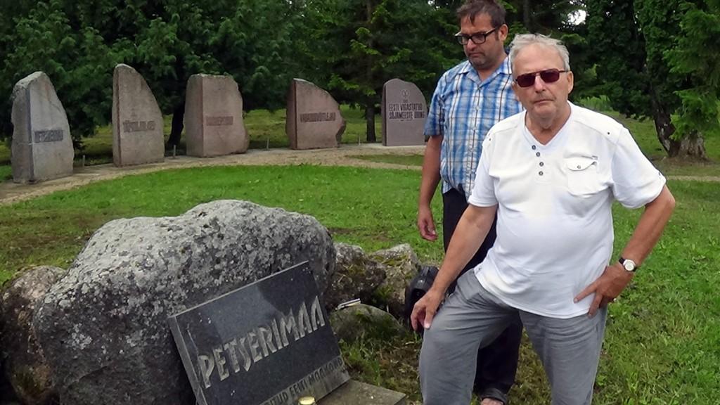 Aldo Kals ja Rein Vanja Petserimaa mälestuskivi juures Foto Kerstin Käärik