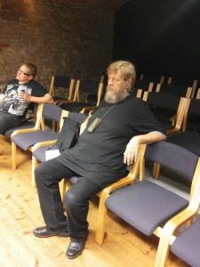 Alte näitlejatele õpetussõnu jagamas enne esietendust