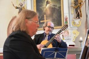 Andres Uibo orelil ja Heiki Mätlik kitarril
