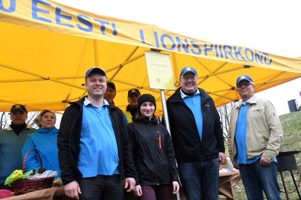 Anette Pattik Paikuse Lions klubi abilistega Foto Urmas Saard