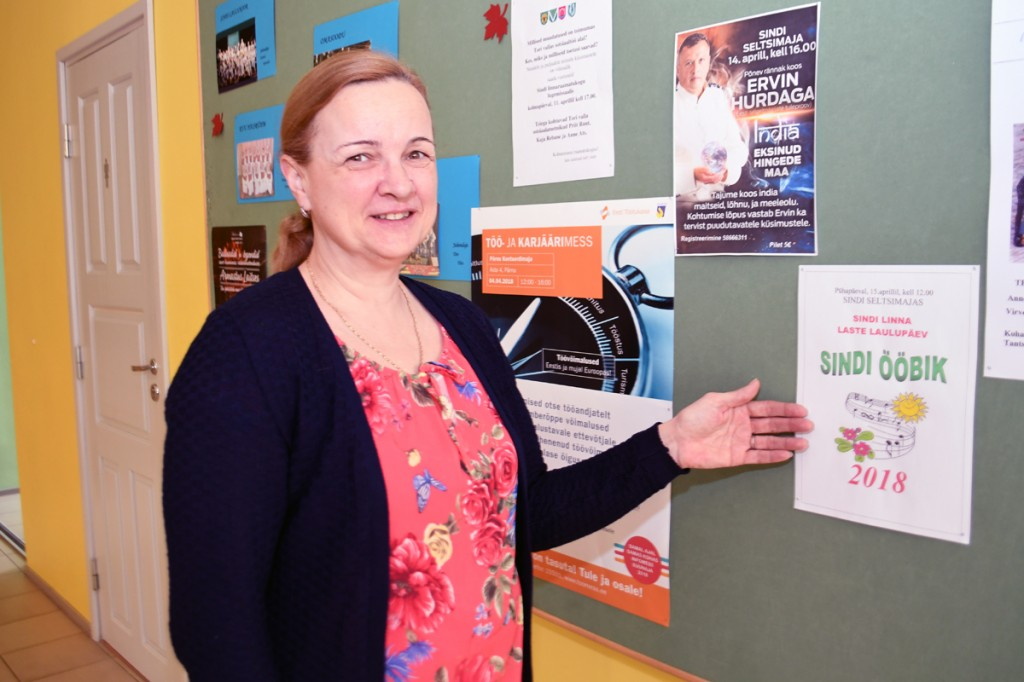 Anneli Uustalu, Sindi seltsimaja juhataja, kutsub Sindi ööbiku lauluvõistlust vaatama-kuulama Foto Urmas Saard