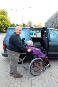 Põlvamaa mees Ants Väärsi on kolm aastat abivajajaid oma invataksoga arstide vahet sõidutanud. Foto: nuusi.ee