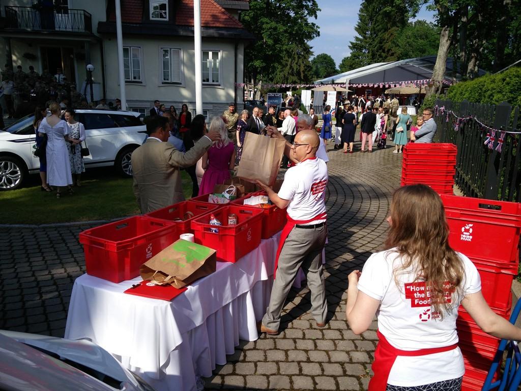 Briti suursaatkond Eestis saab toetada Toidupanka. Foto Julia Amor