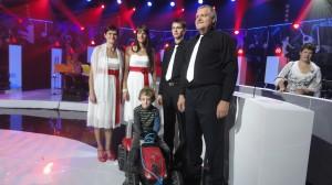 Liia, Triinu ja Rauno Koorts ning Kalev Kurs koos laulmisele kaasa elanud lapselapse Joonas Kursiga. Foto: Tiia Pärtelpoeg