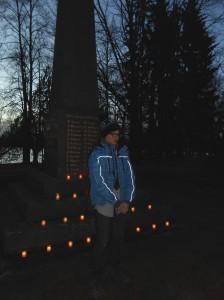 Õpilane Märten Kala pidas mälestuskõne.