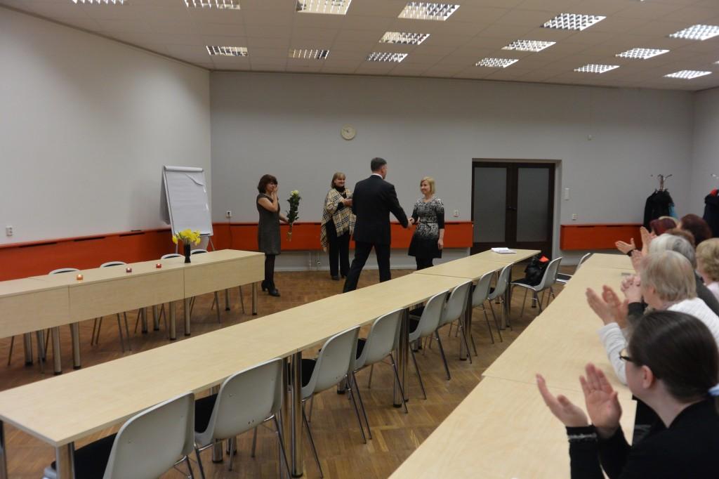 Viljandimaa aasta sotsiaaltöötaja tiitli üleandmine Maive Riivele.