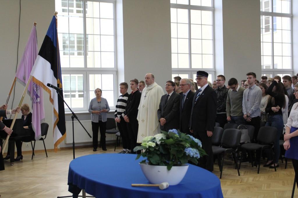Eesti lipu õnnistamine Tallinna ühisgümnaasiumis Foto Anet Tomašpolskaja