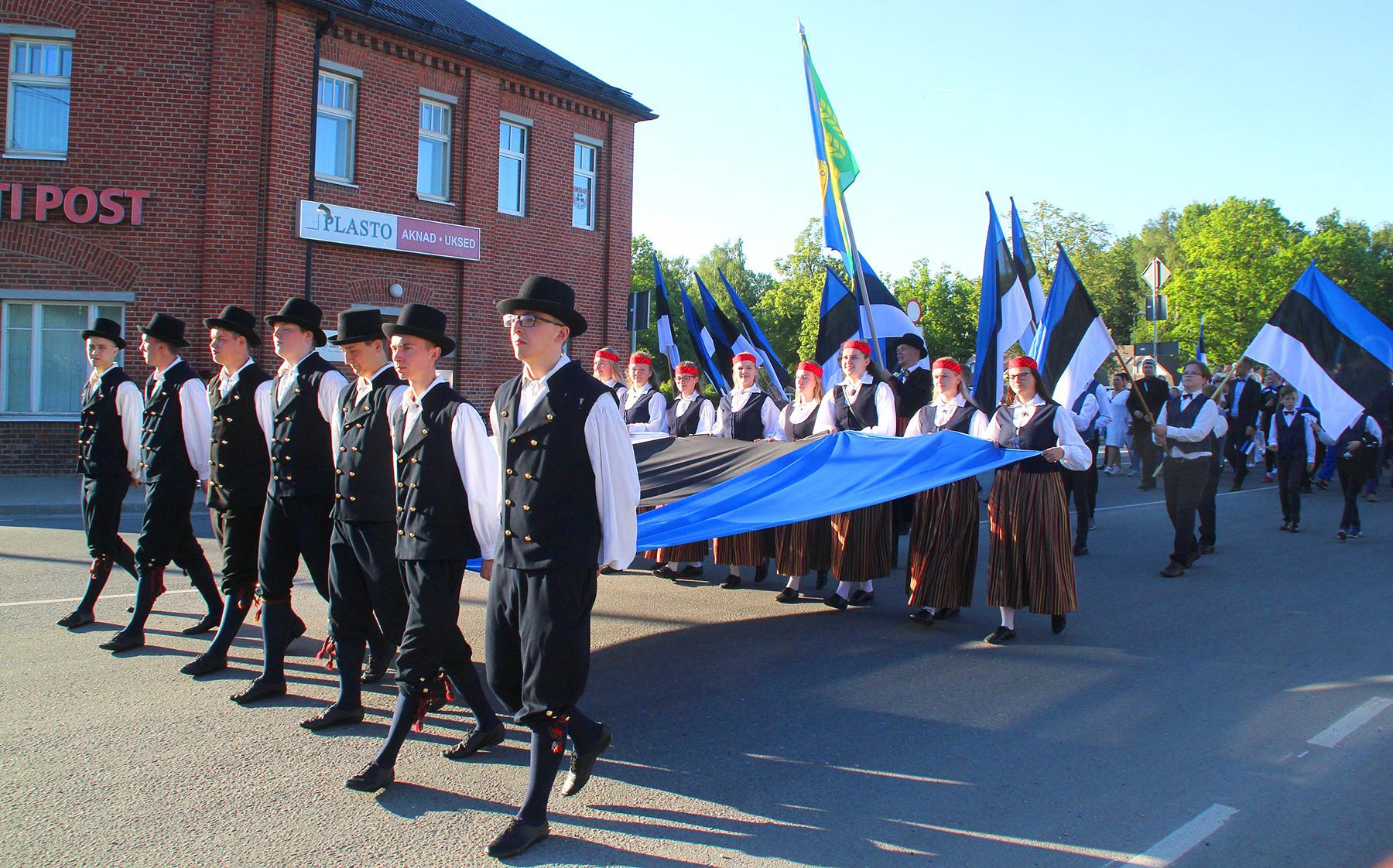 Eesti lipu 135. sünnipäeva tähistamine Põltsamaal. Foto Väino Valdmann