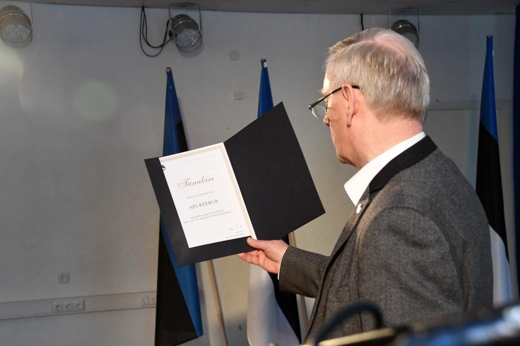 Eesti lipu seltsi tänukiri Ain Keerupile. Foto Urmas Saard