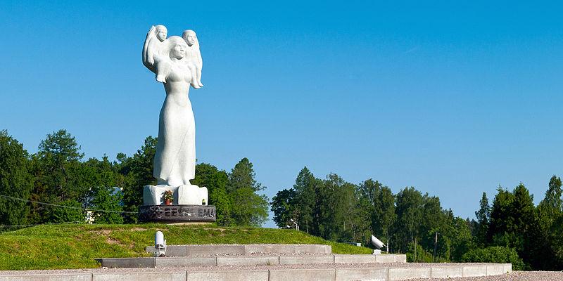 Eesti_Ema_monument_Rõuges