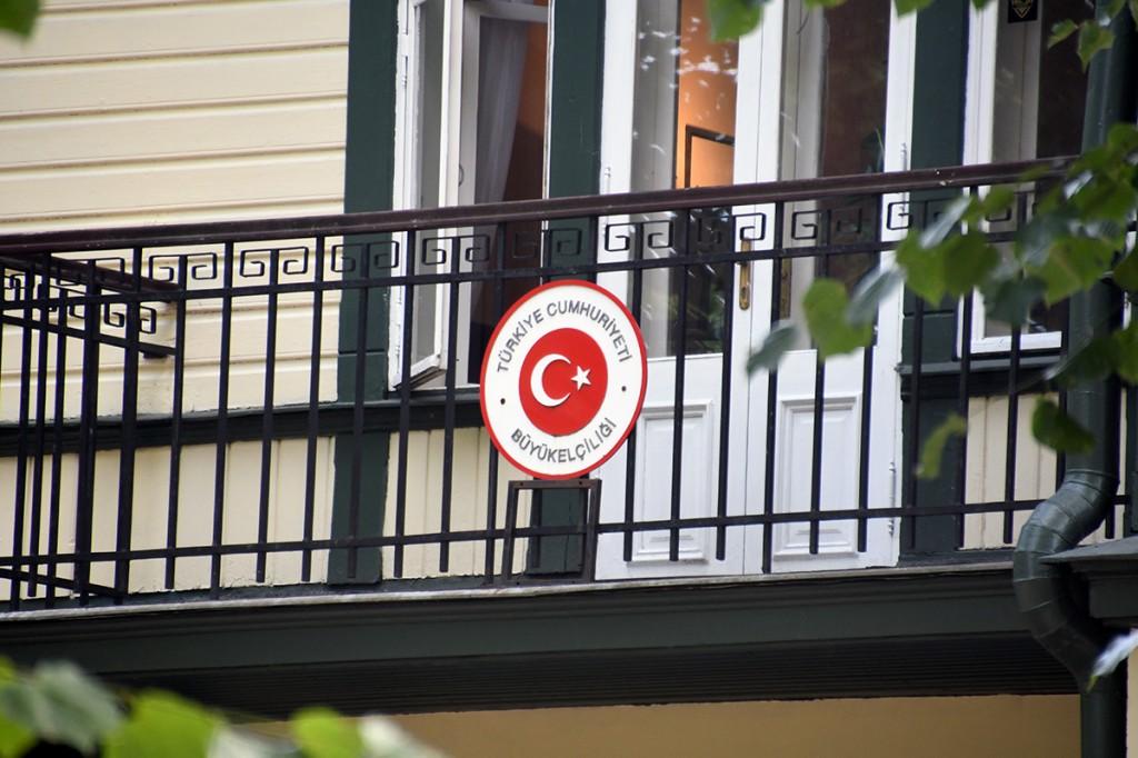 Eestis resideeruva Türgi suursaatkonna hoone asub Tallinnas Narva maantee ääres paikneva hoovi kõrgete puude varjus Foto Urmas Saard