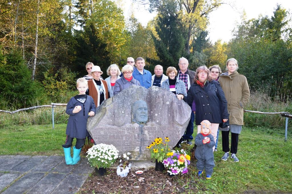 c08f14d197f Vigala kandi elanikud mälestusõhtul M. J. Eiseni mälestusmärgi juures.