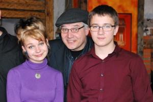Elis ja Karl Kajo, keskel  Alari Janson Foto Urmas Saard
