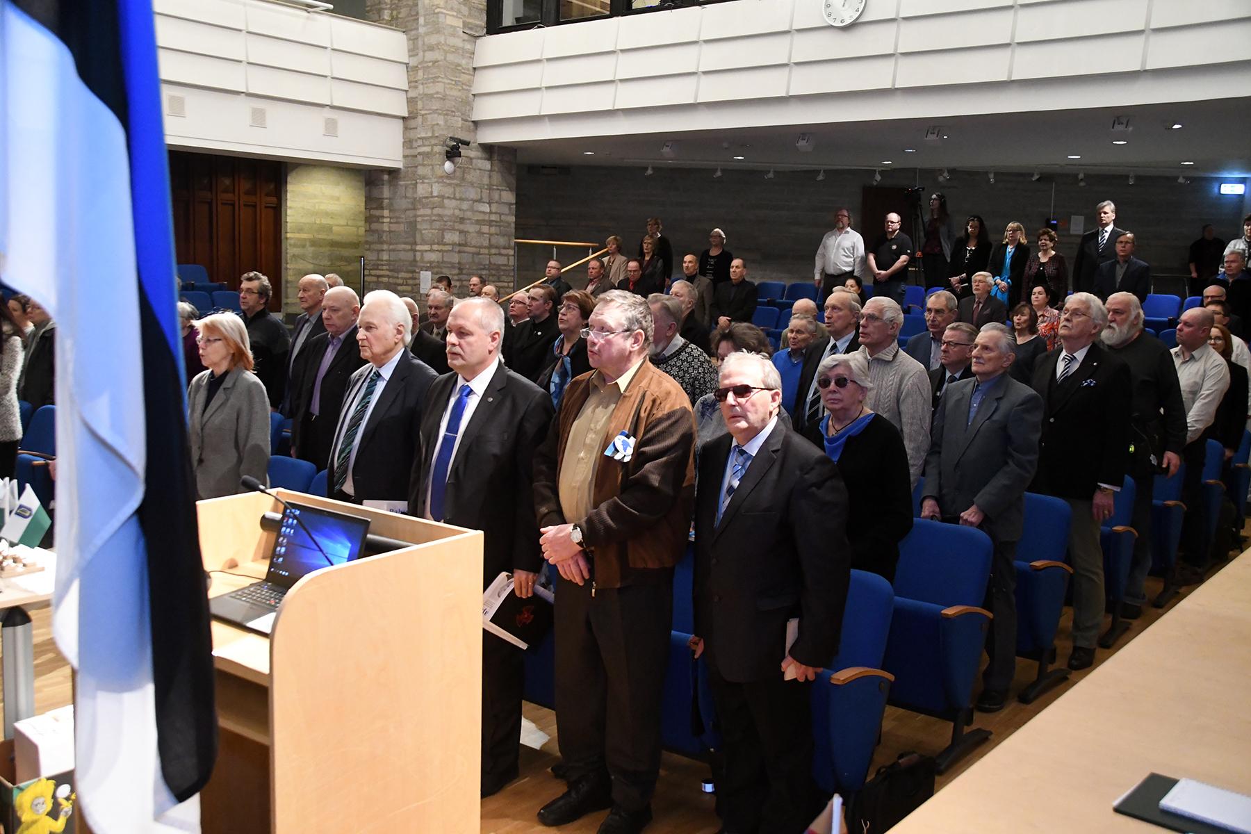Hümni laulmine Tartu rahuläbirääkimiste 100. aastapäevale pühendatud konverentsil rahvusraamatukogus. Foto Urmas Saard