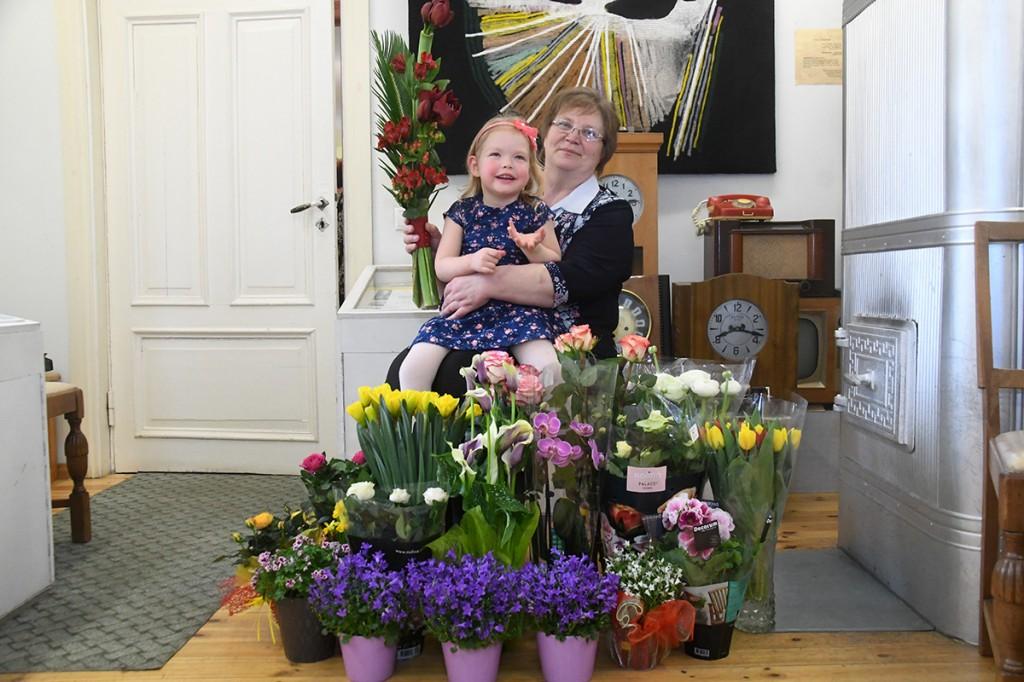 Heidi Vellend oma lapselapsega. Foto Urmas Saard