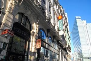 Hiinlaste hotell Le Maison Du Dragon asub kõrgete uusehituste naabruses ja metroojaama Rogier lähedal Foto Urmas Saard