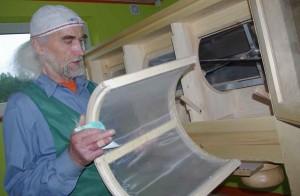 """""""Pernaanõ nõud kiviveski jahhu – tuu um pehmemb ja leib saa tuust kobõdamb,"""" selet' Hartsmäe mahetalo peremiis Hollo Agu Haanimaalt. Foto: Uma Leht"""