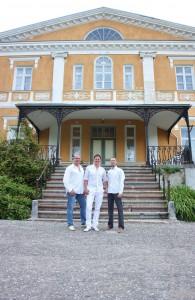 Eduard Glotovs, Alen Veziko ja Priit Sootla Kuremaa lossi ees. Foto: Kadi Tallisaar