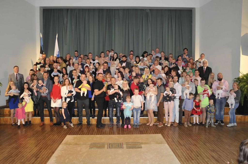 Jõgeva valla noorimad kodanikud ühispildil. Foto Riina Mägi