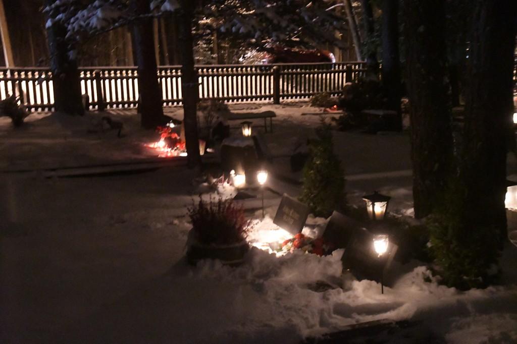 Jõuluõhtul Pärnu Metsakalmistul Foto Urmas Saard