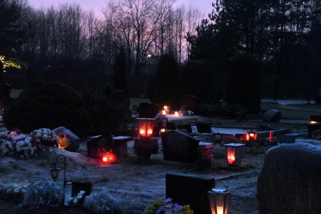 Jõuluõhtul süüdatud küünlad Foto Urmas Saard