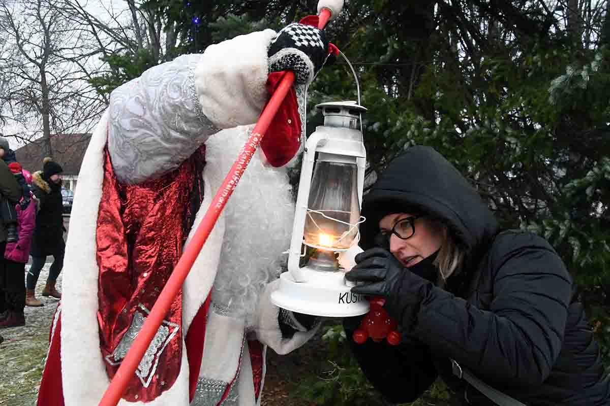 Jõulutaat jagas Audrus advendituld Foto Urmas Saard