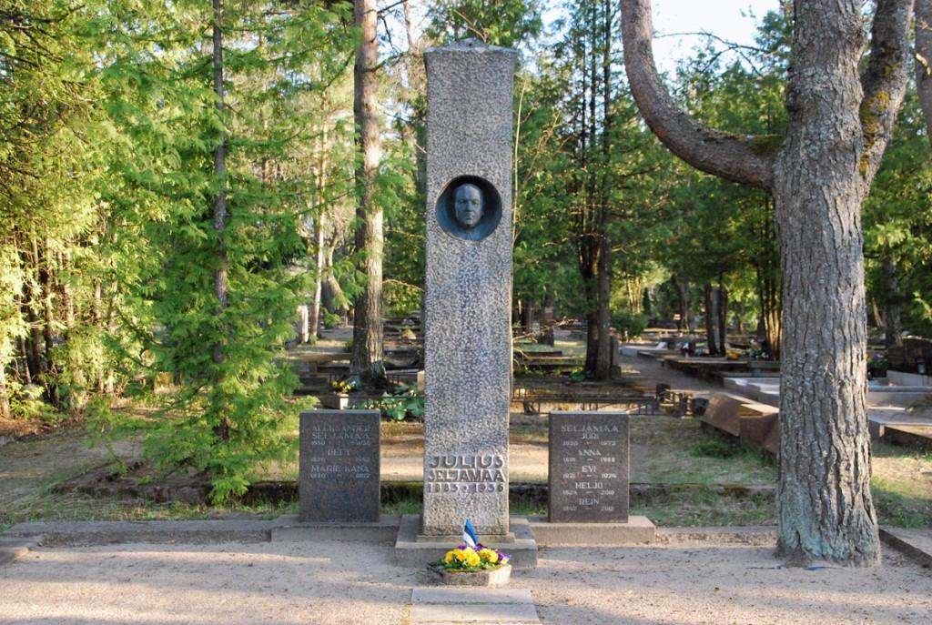 Julius Friedrich Seljamaa hauasammas Rahumäe kalmistul Kujur Ferdi Sannamees, arhitekt Karl Lüüs Foto Urmas Saard