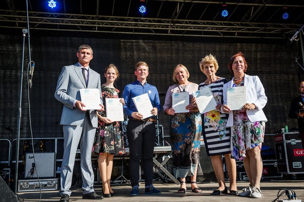 Käesoleva õppeaasta Koolirahu leping sõlmiti Narvas. Foto Anna Markova