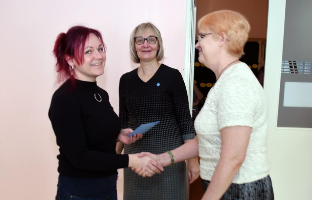 Käesoleva aasta raamatukogusõbraliku õpetaja aunimetuse pälvis Diana Tammine Sindi lasteaiast Foto Urmas Saard