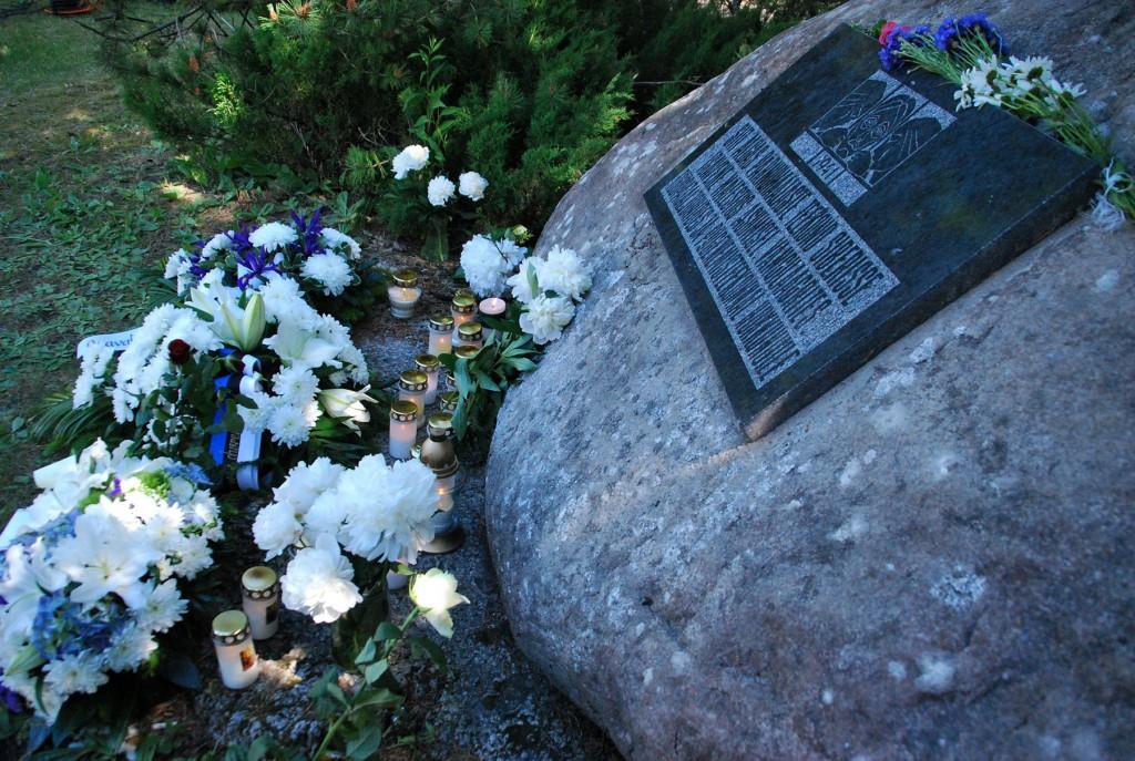 Küüditatute mälestuskivi Pärnu Leinapargis. Foto Urmas Saard