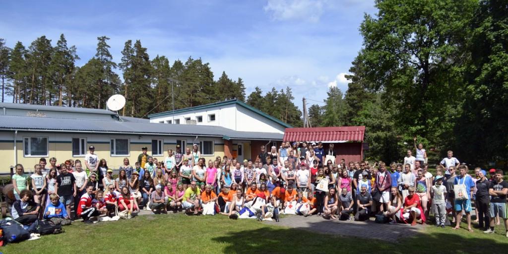 Kaitse end ja aita teist laagri ühispilt Foto pressisõnumiga