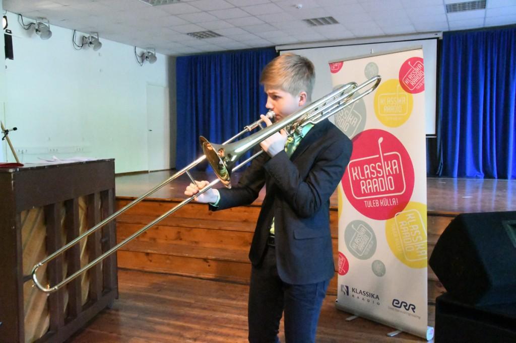 Kaspar-Oskar Kramp esineb Sindi gümnaasiumis Foto Urmas Saard