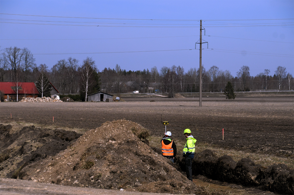Kergliiklustee ehitus Tori aleviku ja Pärnu-Rakvere-Sõmeru maantee ristmiku vahelisel lõigul Foto Urmas Saard