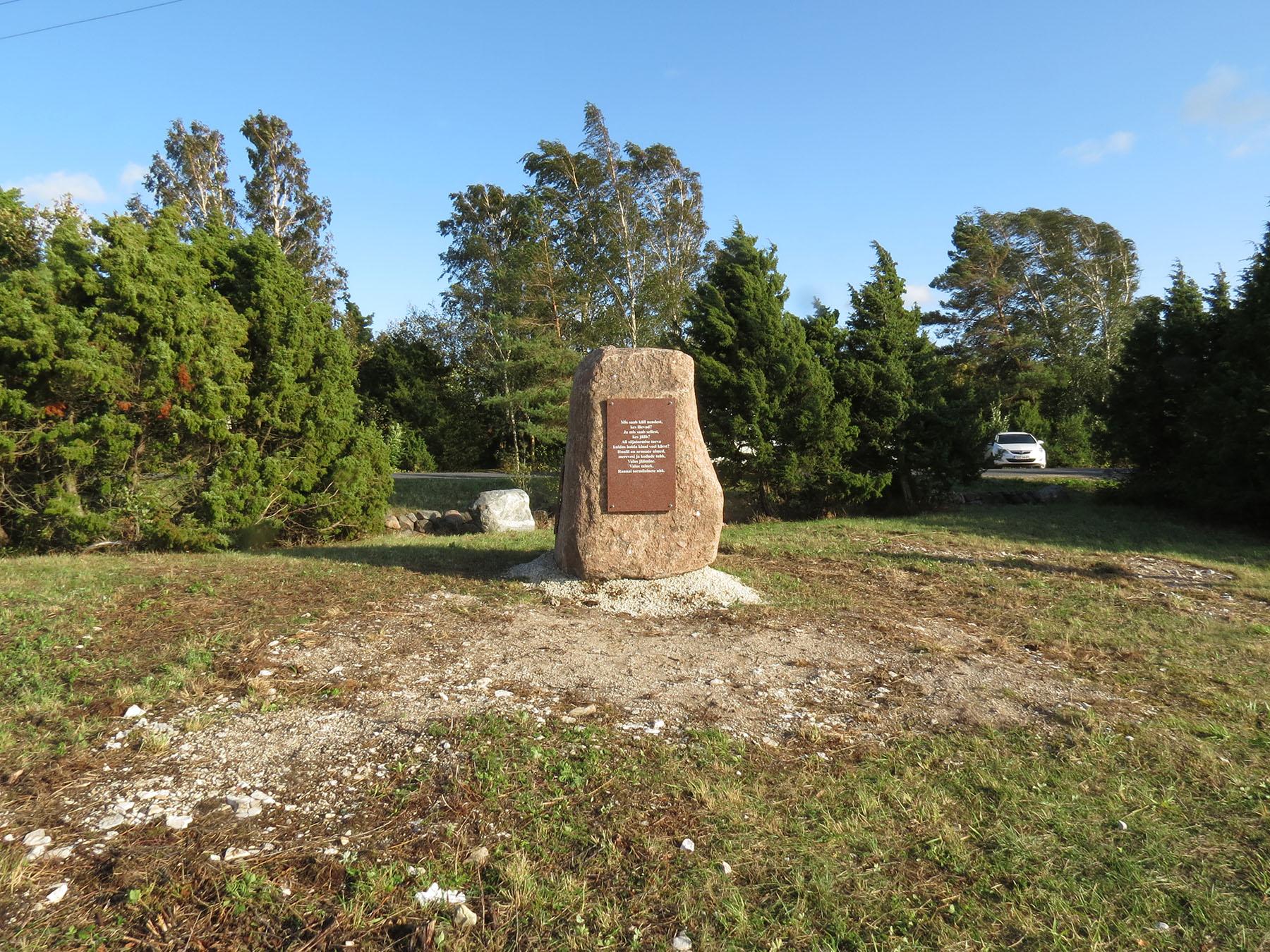 Kivi Puise rannas paadipõgenike mälestuseks Foto Arnold Aljaste