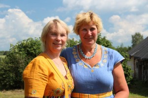 Kaie Toobal (vasakul) ja Külli Vollmer Külaliikumisest Kodukant. Foto: Kodukant