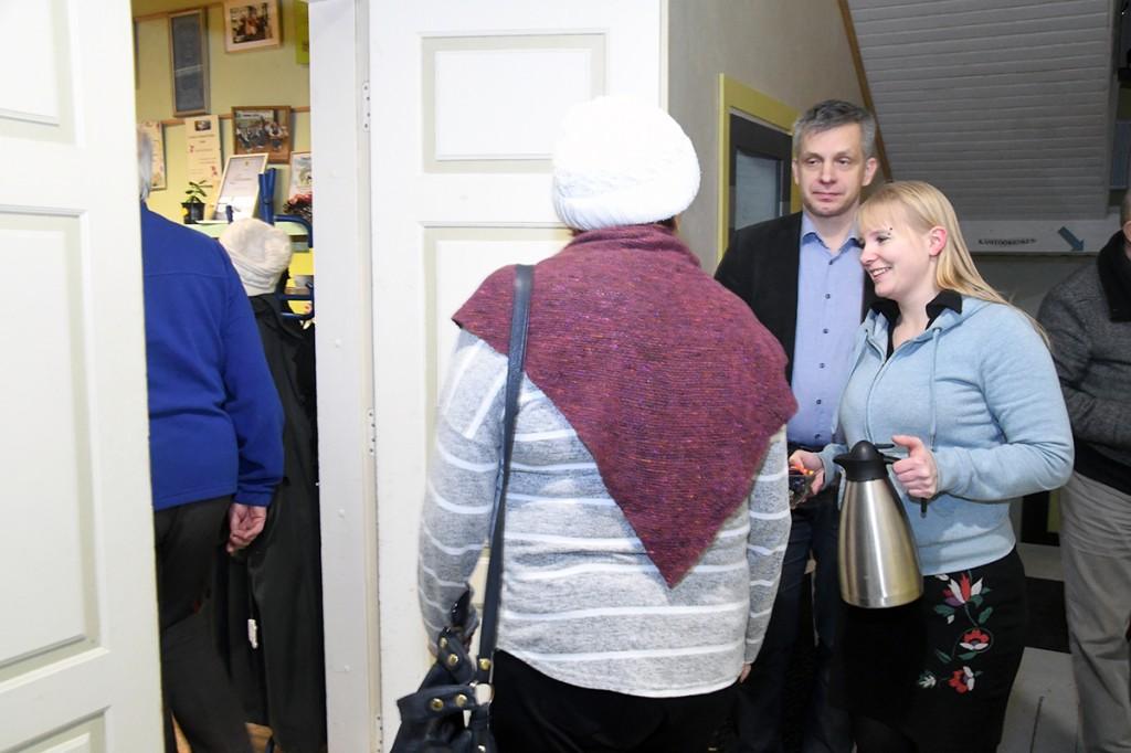 Kogunemine Raeküla Vanakooli keskuse koosolekute ja nõupidamiste ruumi. Foto Urmas Saard