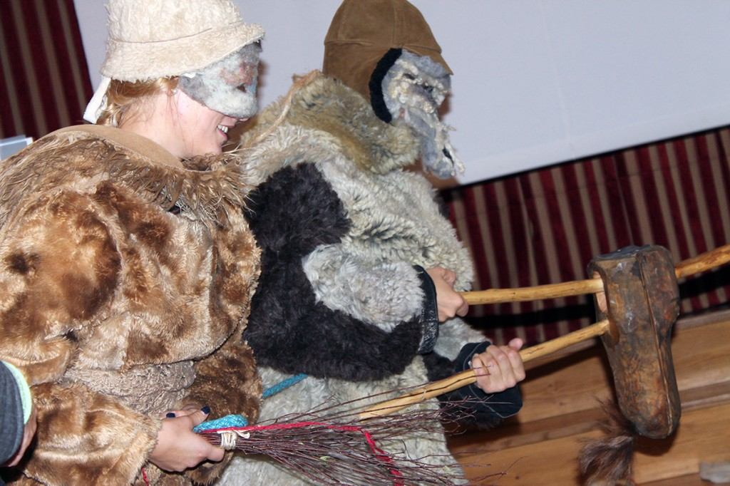 Koolitusel osalejad mardisandi kostüümides Foto erakogu