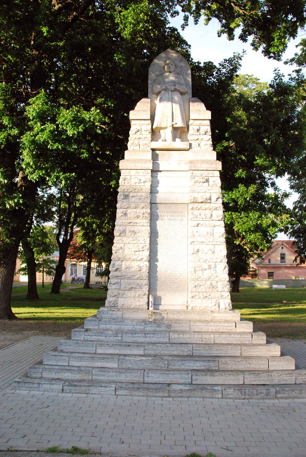 8f8308c604c Läänlaste vabadussõja mälestussammas Haapsalu Lossiplatsil Foto Urmas Saard