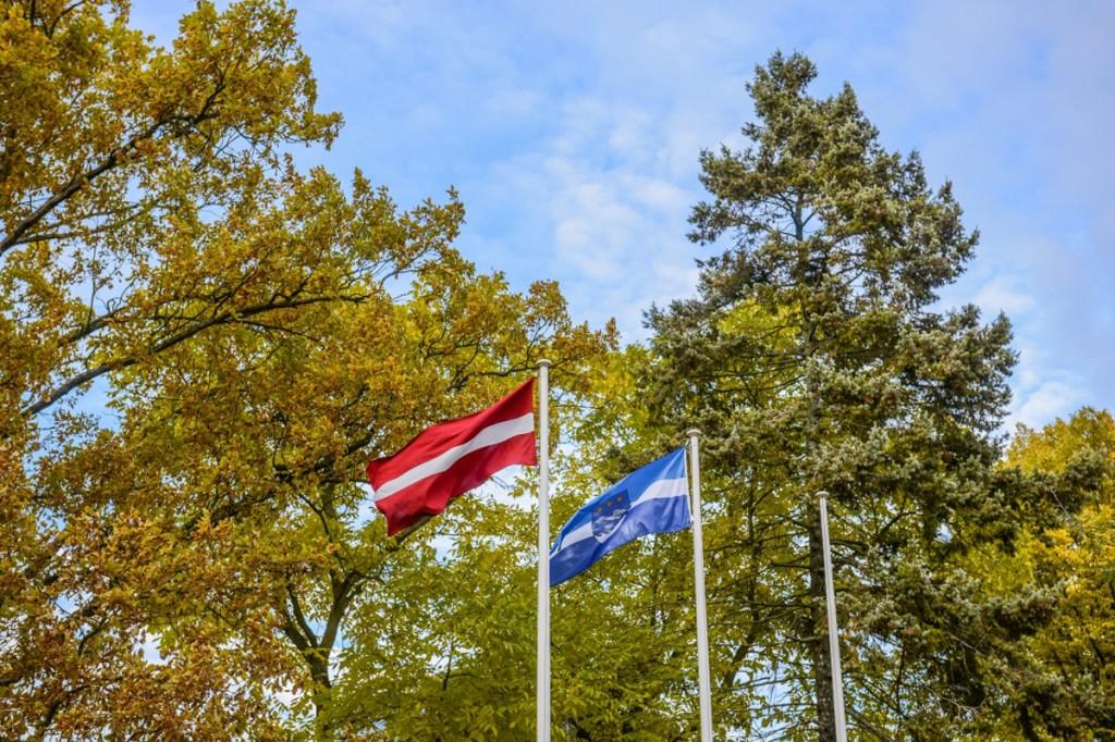 Läti ja Jurmala lipud Foto Jurmala linnavalitsus