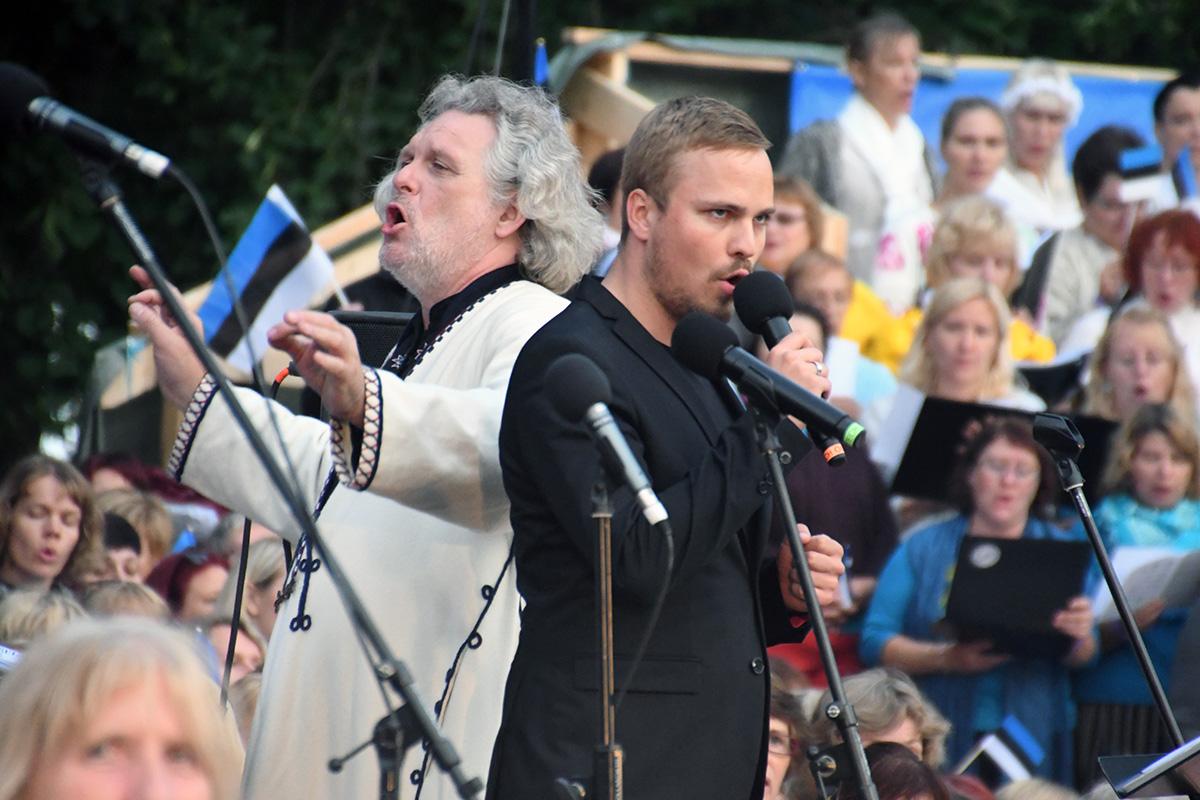 Lauri Breede ja Valter Soosalu Paide laululaval Foto Urmas Saard