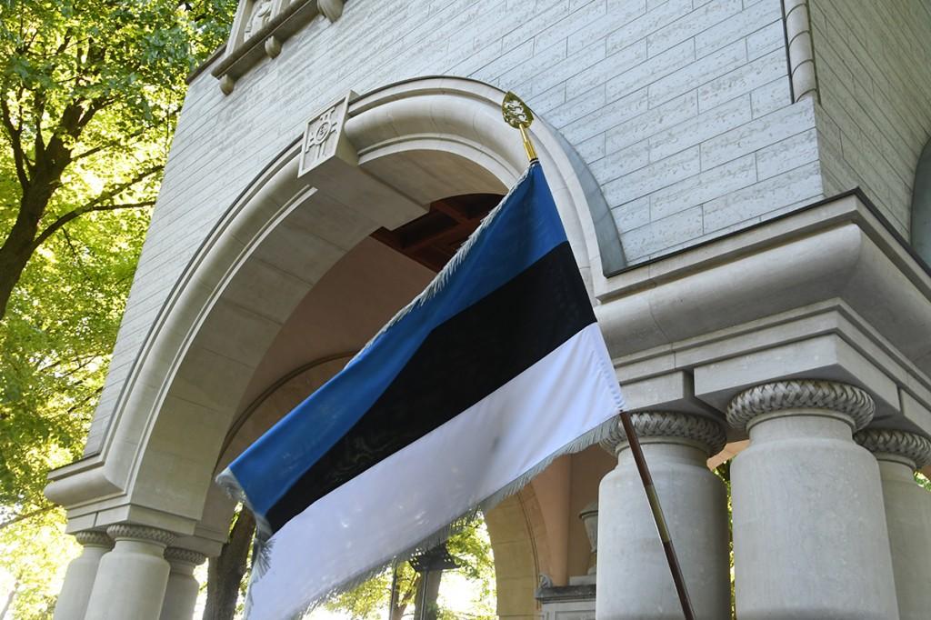 Mälestusehis Tallinnas Kaitseväe kalmistul. Foto Urmas Saard