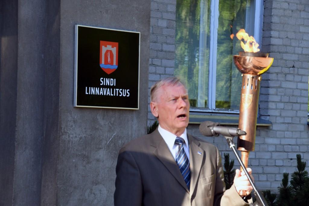 Mälestustuli on jõudnud Sinti ja peatub Presidendi kella all Foto Urmas Saard