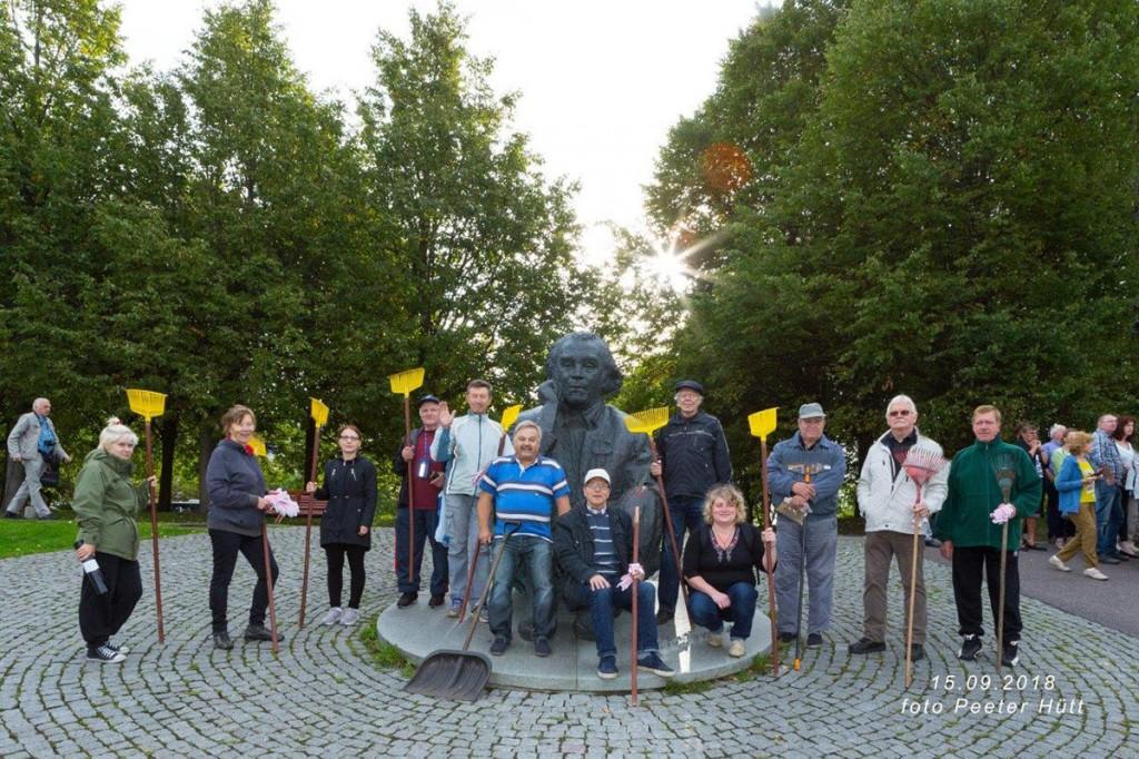 Maailmakoristuspäeva lõpetajad Tallinna lauluväljakul Foto Peeter Hütt